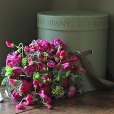 the-real-flower-company_hot-pink-lime-hat-box_1.jpg (1200×1200)