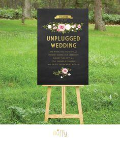 フランキー。アンプラグド結婚式式のサインです。ゴールドの黒板。ホワイト & ブラッシュ ピンク花バラ。カスタム PDF