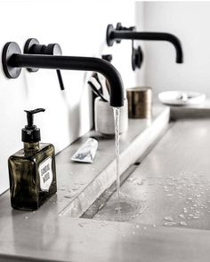 bathroom towel ideas is utterly important for your home. Whether you choose the bathroom remodel shiplap or bathroom ideas diy, you will create the best bathroom remodel tips for your own life. Bad Inspiration, Bathroom Inspiration, Bathroom Ideas, Interior Inspiration, Bathroom Towels, Master Bathroom, Bathroom Black, Bathroom Wall, Modern Bathroom