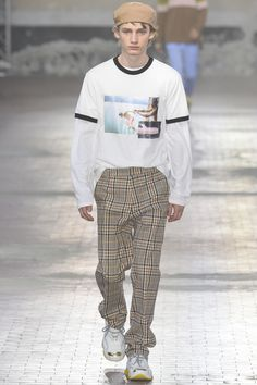 See the complete No. 21 Spring 2018 Menswear collection.