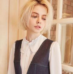 Emmanuelle, the youngest child, and the only daughter. Pixie Hairstyles, Pretty Hairstyles, Pelo Ulzzang, Hair Inspo, Hair Inspiration, New Hair, Your Hair, Aesthetic People, Hair Reference