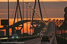 +++Hamburg-Fotos.de - Bildarchiv + Fotografie | Hamburg Bilder – Skyline Hamburg mit der Koehlbrandbruecke im Sonnenuntergang