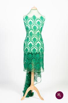 Dantelă verde pe bază din tulle elastic cu ochiuri mici, de nuanță verde imperial. Dantelă cu design baroc realizat din fir mat verde iarbă. Modelul dantelei este amplu, desfășurat pe întreaga suprafață a materialului. Dantela poate fi utilizată pentru confecționarea rochiilor de ocazie și a altor articole vestimentare. Formal Dresses, Design, Fashion, Green, Dresses For Formal, Moda, Formal Gowns, Fashion Styles