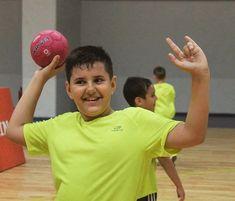 🇹🇩 Proud Romanian Handball Team 🤾♂️ @ Înscriere Handbal Copii ani❗️ 🏆 @ Handbal Club Sportiv Tectonic ☎️ 0727699888 ❤️ @ Suflet de campion Kids Sports, Girls Generation, Sport Outfits, Photoshoot, Club, Wallpaper, Boys, Photography, Handball