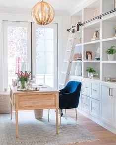 Happy Monday! I wouldn't mind starting off the week in this gorgeous office space! I hope your day is filled with good things! 💙💙 Design by…