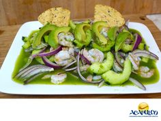 #comidaacapulqueña Te invitamos a probar el Aguachile estilo Acapulco. TIPS DE COCINA. El Aguachile estilo Acapulco, se prepara con camarones pelados, pepino, cebolla morada, jugo de limón, chiles verdes y sal y pimienta al gusto. Puedes encontrar esta delicia en varios restaurantes del Puerto y deleitarte con él, en tus siguientes vacaciones a este hermoso puerto. www.fidetur.guerrero.gob.mx