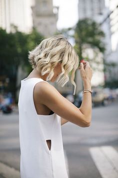 Stylish short haircuts for curly wavy hair - Frisuren Hair Blond, Wavy Hair, Thick Hair, Wavy Curls, Fine Hair, Short Hair Cuts, Short Hair Styles, Short Wavy, Medium Curly