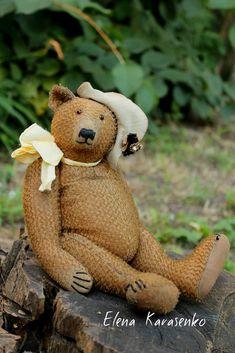 Lucian by Teddy by Elena Karasenko on Tedsby Teddy Bear Hug, Cute Teddy Bears, Needle Felted Animals, Felt Animals, Napoleon Hat, Bear Doll, Art Dolls, Folk Art