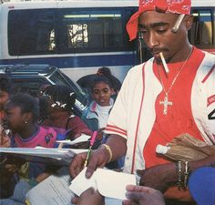 Harlem 1994 keeping it way too real haha wearing Polo before most of y'all! Interview he gave that day: https://www.youtube.com/watch?v=T3v3XrzlJLI