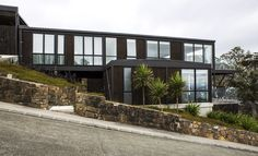 Cove Rd beach house Boxing Live, Post And Beam, Prefab, Beautiful Homes, Beach House, Architecture Design, Mansions, House Styles, Gallery