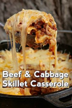 Cheesy Beef & Cabbage Skillet Casserole - Susan Recipes Skillet Lasagna, Skillet Meals, Beef Recipes, Cooking Recipes, Chicken Recipes, Kraft Recipes, Vegetable Recipes, Cabbage Casserole