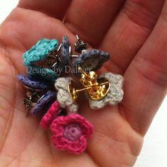 Crochet flower earrings / Design by Dalkær