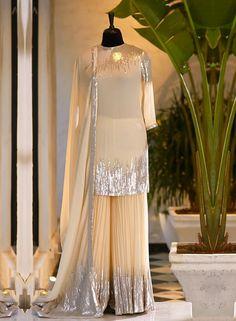 Desi Wedding Dresses, Pakistani Formal Dresses, Pakistani Fashion Party Wear, Indian Gowns Dresses, Indian Fashion Dresses, Indian Designer Outfits, Muslim Fashion, Hijab Fashion, Boho Fashion