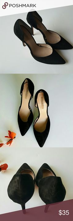 Zara Black D'orsay Pointed Heels Sz 40 Classic zara d'orsay heels, excellent condition, only visible wear is on the soles (pictured) Sz 40, 4in heels. Made of a suede material, fit like a 9 for me, which is what a 40 = on Zara's website Zara Shoes Heels