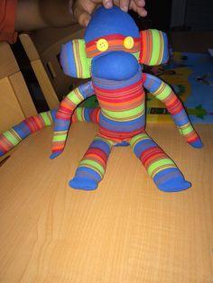 1º mono con calcetines