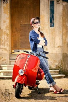 """Driving a Vespa is definitely a whole lot about style,"""" she explained. The Vespa was the very first globally prosperous scooter. A scooter is the finest and a Vespa most stylish means to go around the city. The foldable"""" scooter… Continue Reading → Piaggio Vespa, Scooters Vespa, Vespa Bike, Moto Scooter, Lambretta Scooter, Scooter Girl, Vintage Vespa, Vintage Bikes, Vintage Motorcycles"""