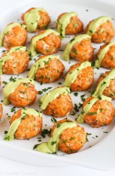Baked Salmon Meatballs with Creamy Avocado sauce.Seriously, these baked salmon meatballs may be some of the best things you've eaten in awhile. They're made even better with a dollop of creamy avocado sauce on top. Sauce Recipes, Cooking Recipes, Healthy Recipes, Bariatric Recipes, Bariatric Eating, Ketogenic Recipes, Keto Recipes, Advocare Recipes Days 1 10, Healthy Baking