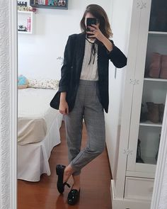 calça social, blazer, look para trabalhar, look pro trabalho Casual Work Outfits, Office Outfits, Work Attire, Cool Outfits, Business Casual Dress Code, Business Outfits, Business Attire, Office Fashion, Work Fashion