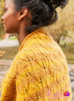 Shignik: A soft and warming cowl, with a pattern that brings to mind images of autumn leaves and flickering candle flames.