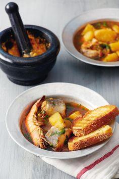 Μπουγιαμπέσα Greek Recipes, Sausage, Seafood, Food Porn, Fish, Meat, Sea Food, Sausages, Pisces