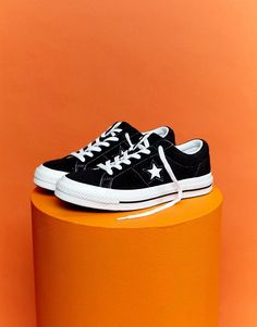 Discover Converse at ASOS. Shop for the latest range of plimsolls, sneakers and boat shoes available from Converse. Converse One Star Ox, Converse Noir, Converse Style, Outfits With Converse, Converse Sneakers, Canvas Sneakers, Black Sneakers, Sneakers Women, Orange