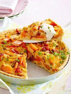 Möhren-Tomaten-Quiche für vegetarische Ostern Vegetarian Recipes, Cooking Recipes, Healthy Recipes, Quiches, Vegan Cheesecake, Vegan Pizza, Vegan Food, Savoury Baking, Quiche Recipes