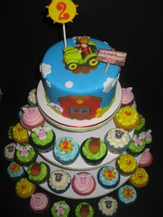 Farm Cake & Cupcakes Birthday