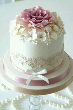 Kuchen - Hochzeit Inspiration - Celebration cakes for women, Party organization ideas, Party plannig business Fancy Cakes, Cute Cakes, Pretty Cakes, Mini Cakes, Cupcake Cakes, Gorgeous Cakes, Amazing Cakes, Beautiful Birthday Cakes, Small Cake
