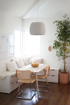 5 IKEA hacks for organizing small rooms - 5 IKEA hacks for organizing ., 5 IKEA hacks for organizing small rooms - 5 IKEA hacks for organizing small rooms Small space and small budget? Then IKEA is true - Ikea Hacks, Ikea Organization Hacks, Small Room Organization, College Organization, Diy Hacks, Banquette Ikea, Banquette Seating, Table Seating, Nordli Ikea