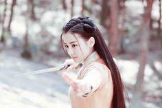 Địch Lệ Nhiệt Ba đẹp mê hồn khi hóa thân 'phi tần' của Trương Bân Bân