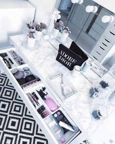 5 déc. 2019 - Dressing Room Tour Little Home Comforts , tournée des vestiaires Small Dressing Rooms, Dressing Room Decor, Dressing Room Design, Dressing Table Organisation, Dressing Tables, Girl Bedroom Designs, Room Ideas Bedroom, Home Decor Bedroom, Bedroom Small