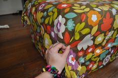 DIY Ottoman Slipcover - Home Furniture Design Ottoman Decor, Diy Ottoman, Ottoman Slipcover, Slipcovers, Funky Furniture, Furniture Design, Furniture Redo, Diy Home Improvement, Sewing For Kids
