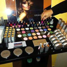 ELENI PAPADOPOULOU (@ELENI59177621)   Twitter Aloe Vera, Eyeshadow, Cosmetics, Vegas, Beauty, Twitter, Eye Shadow, Eye Shadows, Beauty Illustration