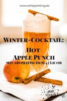 Dieser Cocktail hat Dessert-Qualitäten. Er ist warm, schmeckt herrlich nach Apfel, Zimt und Vanille und als i-Tüpfelchen krönt ihn eine Sahnehaube. Du wirst ihn lieben! #Drink #Cocktail #Getränk #warm #Winter #Advent #Gäste #Apfel #Sahne Winter Cocktails, Cherry Candy, Blender, Clotted Cream, Recipe Notes, New Years Eve Party, Quick Recipes, Clean Eating Snacks, Rum