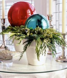 These Easy Homemade Christmas Decorations Will Make Your Home Merry and Bright Christmas Tabletop, Christmas Planters, Homemade Christmas Decorations, Christmas Arrangements, Christmas Porch, Christmas Centerpieces, Outdoor Christmas, Christmas Balls, Xmas Decorations