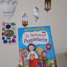 "فاتما بيلير on Instagram: ""Dön dön yeniden okuyup bitirdiğimiz bir kitap. #peygamberimizinsünnetleri #öğretmenim #canımpeygamberim . . . . . . #gününkitabı #kitap…"" Frame, Instagram, Home Decor, Picture Frame, Decoration Home, Room Decor, Frames, Home Interior Design, Home Decoration"