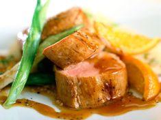 Filet mignon en sauce Dutch Recipes, Fish Recipes, Cooking Recipes, Healthy Recipes, Sauce Filet Mignon, Belgian Food, Pork Fillet, Good Food, Yummy Food
