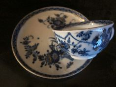 Meissen.Tasse à thé et sa sous-tasse en porcelaine,XVIIIème siècle.PhotoMillon et Associés