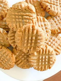 4 Ingredient Peanut Butter Cookie - No Flour - 2 Bees in a Pod - - 4 Ingredient Peanut Butter Cookie - no flour. This recipe is perfect for the holiday season. Quick, easy and delicious 4 ingredient peanut butter cookies. Peanut Butter Cups, Peanut Butter Fingers, Peanut Butter Oatmeal Bars, Chewy Peanut Butter Cookies, Peanut Butter Sandwich, Peanut Butter Desserts, Peanut Butter Brownies, No Flour Peanut Butter Cookie Recipe, Chocolate Chip Cookies