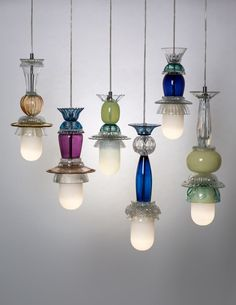 Droplets: woonkamer door studio kalff Here you will find all photos with living ideas. Cool Lighting, Lighting Design, Pendant Lighting, Lustre Vintage, Lampshade Chandelier, Modern Door, Lamp Shades, Light Shades, Lamp Light