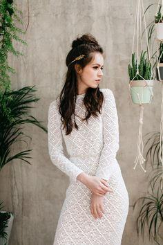 Fresh, modern, botanical and 1970's inspired bridal style. Photography by Paula…