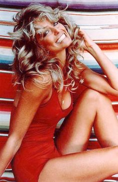 One of the most recognized portraits in the this iconic photo of modern pin up girl Farrah Fawcett graced many a dorm room wall. Farrah Fawcett, Twiggy, Teenager Mode, Cheryl Tiegs, Pin Up, Candice Bergen, Beautiful People, Beautiful Women, Beautiful Smile