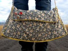 www.allfreesewing.com has great sewing projects!  Love this bag!
