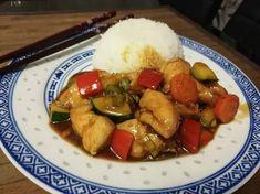 Jukan oma kanawokki on pitkän reseptikehittelyn tulos. Resepti Jukan nimikkoannokseen löytyy jutun lopusta. Kung Pao Chicken, Chinese Food, Bon Appetit, Good Food, Meat, Cooking, Ethnic Recipes, Koti, Interesting Recipes
