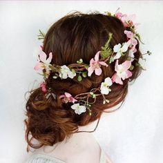 Whimsical wedding-worthy floral crown? Love it! PC: @The Honeycomb #floralcrown #weddingchicks #hair #wedding