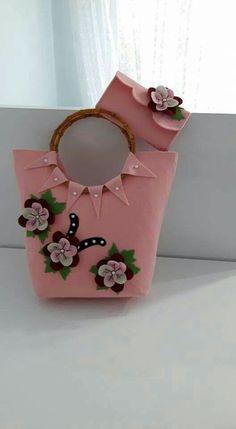 This Pin was discovered by Ümm Diy Handbag, Diy Purse, Leather Bags Handmade, Handmade Bags, Broderie Bargello, Types Of Handbags, Sacs Design, Diy Bags Purses, Felt Purse