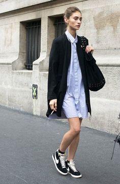 Картинки по запросу длинная облегающая юбка с кедами