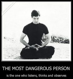 Bruce Lee the greatest figure of martial arts and an unforgettable cinema icon. Up to this day he is considered as a legend, but did you know that he was a wise philosopher too? Here are our collection of the most powerful and wisest quotes by him. Wise Quotes, Great Quotes, Quotes To Live By, Motivational Quotes, Inspirational Quotes, Bruce Lee Frases, Bruce Lee Quotes, Michelle Lewin, Taekwondo