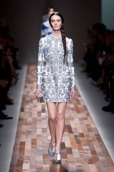 Valentino Fall 2013 Ready-to-Wear Runway - Valentino Ready-to-Wear Collection - ELLE