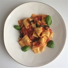 Snelle pappardelle met tomatensaus